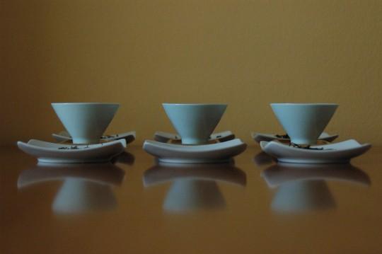 trzy porcelanowe czarki