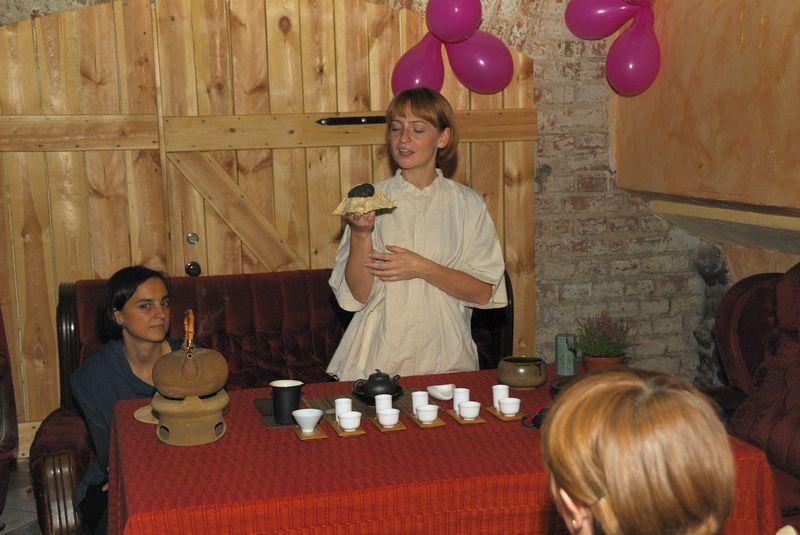 Pokaz chińskiej herbaty a dokładnie świeżego pu'era  fot. Artur Romańczuk