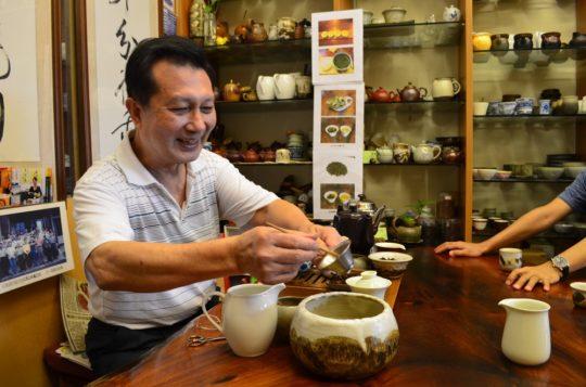 Pan Lin w swoim sklepie, sierpień 2011, fot. AW